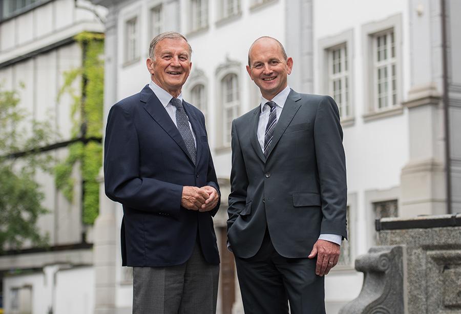 Karl und Christof Reichmuth vor Reichmuth & Co Privatbankiers